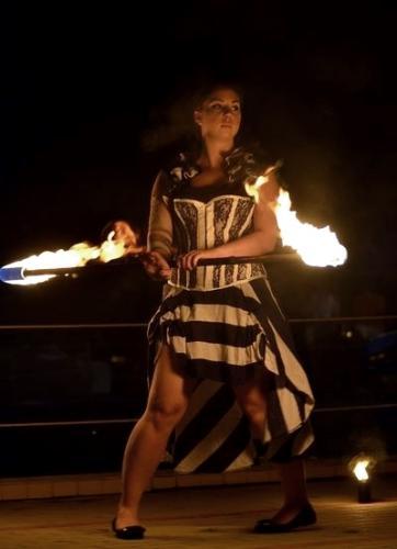 Tűzzsonglőr előadás, tűzfújó előadás